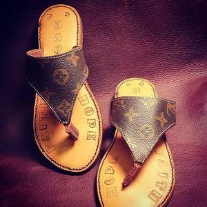 Size 9 lv sandals